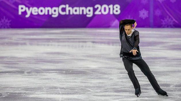 Krasobruslař Michal Březina pozici v první desítce na olympijských hrách neudržel. Z devátého místa po krátkém programu klesl na 16. příčku.