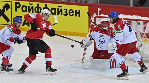 Švýcarský útočník Timo Meier před českou brankou.