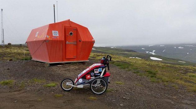 Pro naléhavé případy jsou v horách postaveny nouzové boudy.