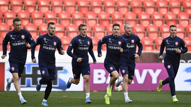 Čeští fotbalisté na tréninku před zápasem kvalifikace o EURO s Anglií