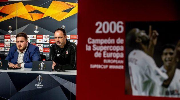 Trenér Jindřich Trpišovský při tiskové konferenci v Seville, která Evropskou ligu pětkrát vyhrála.