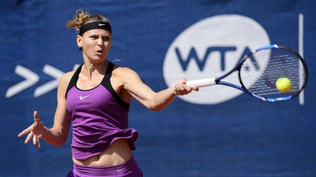 Česká tenistka Lucie Šafářová během finále na turnaji v Praze.