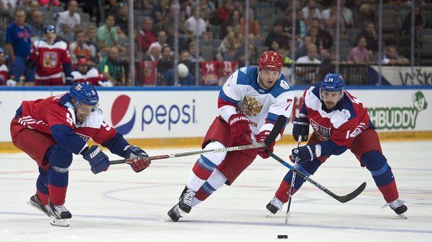Zleva Milan Michálek, Dmitrij Kulikov z Ruska a český kapitán Tomáš Plekanec.