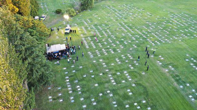Poslední rozloučení s Diegem Maradonou na hřbitově.