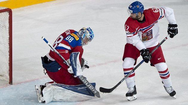 Michal Řepík před ruským brankářem Andrejem Vasilevským.