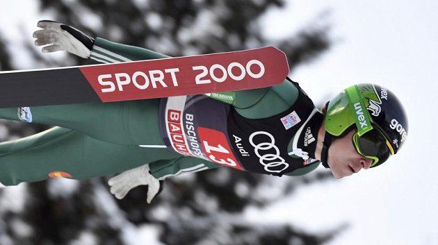 Slovinský skokan na lyžích Jurij Tepeš v prvním kole závodu Turné čtyř můstků v Bischofshofenu.