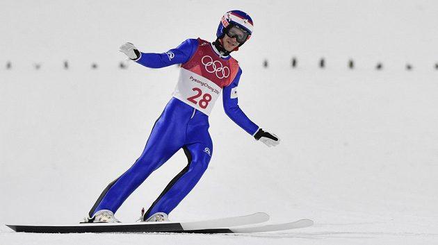 Český reprezentant Roman Koudelka uspěl v kvalifikaci na středním můstku na XXIII. zimních olympijských hrách v Pchjogčchangu. Jinak se ale Čechům nevedlo.