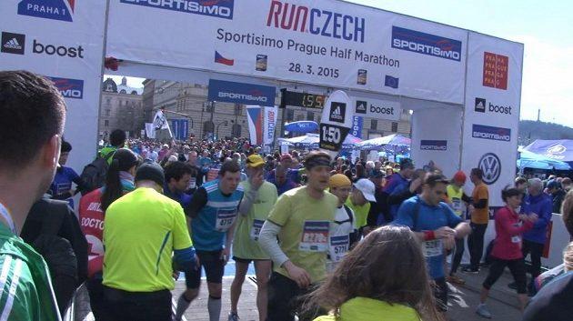 Do cíle se dostalo více než 12 000 běžců.
