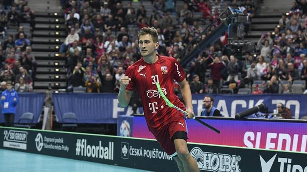 Český reprezentant Josef Rýpar se raduje z gólu.