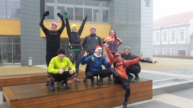 Nadšení v mlhavé ráno nezná mezí - polovinu Vánočního maratónu máme za sebou.