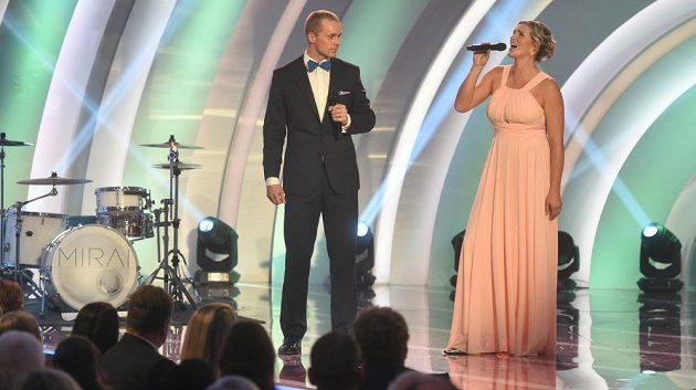 Závěrečnou píseň galavečeru při vyhlášení ankety Atlet roku zazpívali společně Jakub Vadlejch (druhé místo) a vítězka Barbora Špotáková.