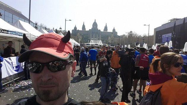 Maratónci se vracejí na místo činu - start je zároveň i cílem.
