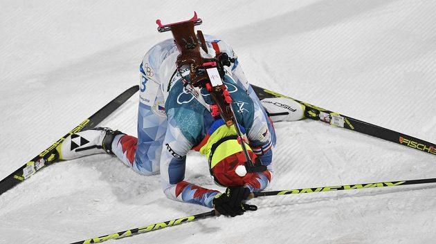 Vyčerpaná Veronika Vítková v cíli stíhacího závodu.