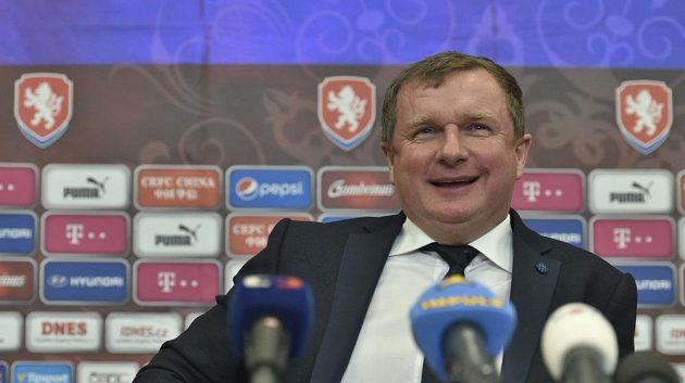 Vysmátý kouč Pavel Vrba odtajnil 28 jmen, které budou v kempu usilovat o evropský šampionát.