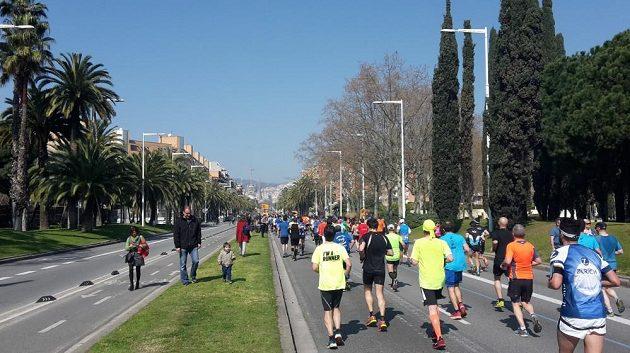 Běžci mají katedrálu po dlouhou dobu na očích.