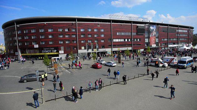 Fotbalová Slavia symbolicky převzala stadión v pražském Edenu.