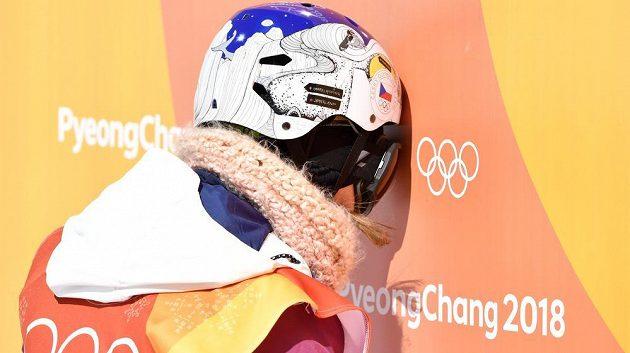 Zklamaná česká snowboardistka Šárka Pančochová po druhé jízdě.
