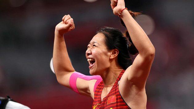 Euforie. Liou Š'-jing vyhrála soutěž oštěpařek jako první Číňanka v historii.