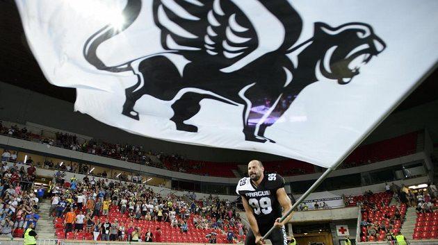 Pavel Hruzík z týmu Prague Black Panthers slaví vítězství v ligovém finále Czech Bowl.