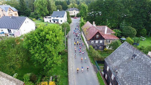 Přes deset lužických sedmistovek: Malá vesnička, velký závod.