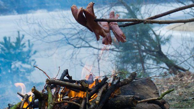 Ledoběžka - oheň je lepší rozdělat na břehu.