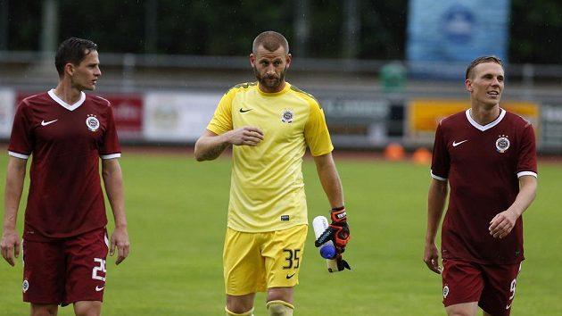 Zleva fotbalisté Sparty Mario Holek, David Bičík a Bořek Dočkal po výhře 4:0 nad Basilejí.