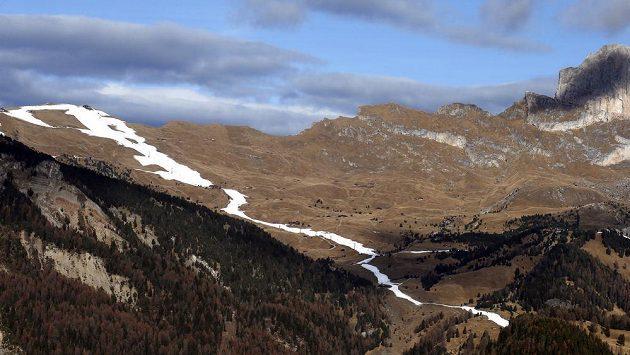 Ve Val Gardeně je aktuálně sníh jen na sjezdovce - umělý.