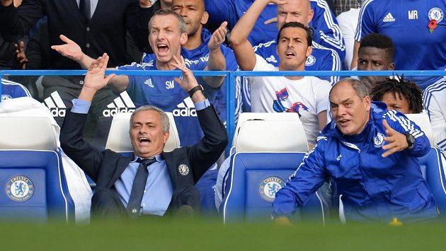 Lavičku Chelsea ovládaly v bitvě s Liverpoolem emoce.