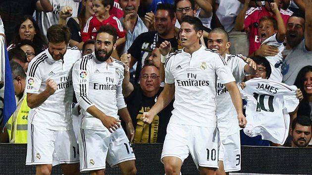 James Rodríguez (10) se dočkal prvního gólu za Real Madrid.