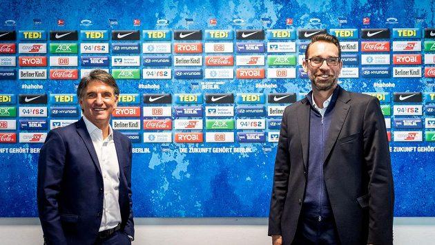 Tisková konference bundesligového klubu Hertha BSC. Nový trenér Bruno Labbadia a sportovcní ředitel klubu Michael Preetz.