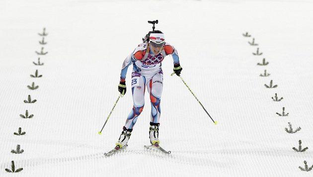 Biatlonistka Veronika Vítková dojíždí do cíle intervalového závodu na 15 km v Soči.