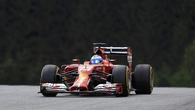 Ferrari španělského pilota Fernanda Alonsa.