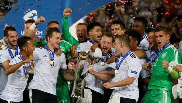 Fotbalisté Německa ovládli mistrovství Evropy hráčů do 21 let v Polsku. Ve finále v Krakově porazili Španělsko 1:0 brankou Mitchella Weisera. Z titulu měli ohromnou radost.