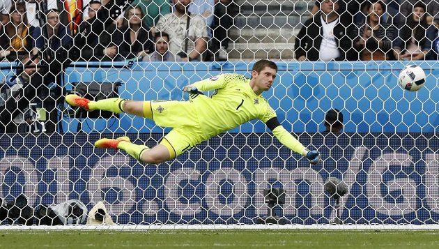 Severoirský brankář Michael McGovern během utkání s Německem.