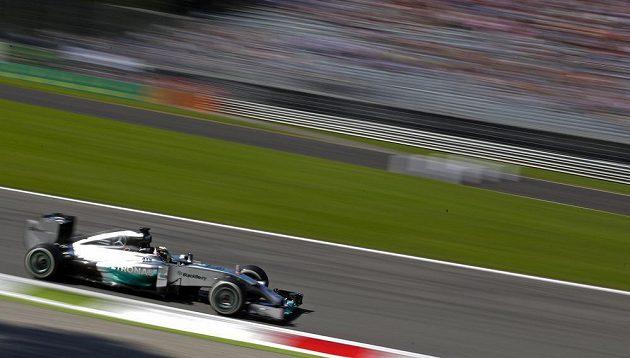 Hamiltonova formule sviští na trati kvalifikace na VC Itálie.