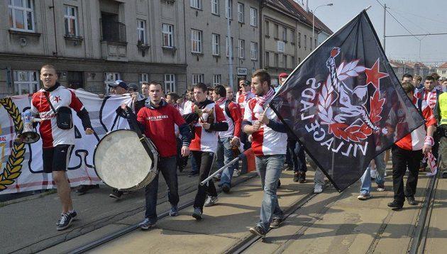 Slávističtí fanoušci mají v poslední době rozhodně méně radosti ze svého oblíbeného klubu než jejich letenští rivalové.