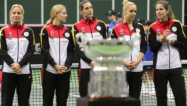 Poražené Němky - zleva kapitánka Barbara Rittnerová a tenistky Angelique Kerberová, Andrea Petkovicová, Sabine Lisická a Julia Görgesová.