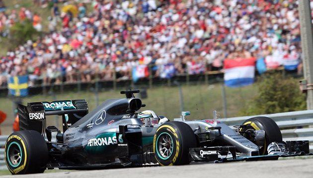 Brit Lewis Hamilton si jede pro rekordní vítězství na Hungaroringu.