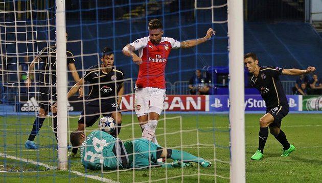 Útočník Arsenalu Olivier Giroud ve velké šanci na hřišti Záhřebu selhal.