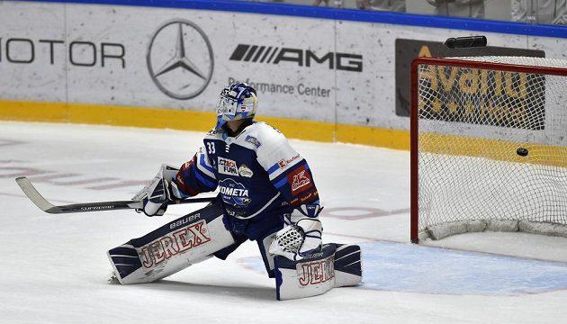 Brankář Brna Lukáš Klimeš inkasuje gól v utkání s Českými Budějovicemi.