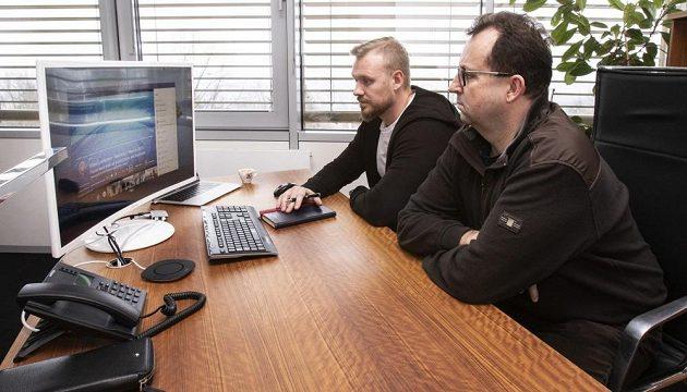 Jak jsme odkládali EURO... Předseda FAČR Martin Malík (vpravo) a generální sekretář Jan Pauly při videokonferenci s vedením UEFA.