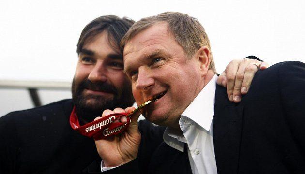 Mistrovské oslavy si plzeňský kouč Pavel Vrba (vpravo) vychutnával.