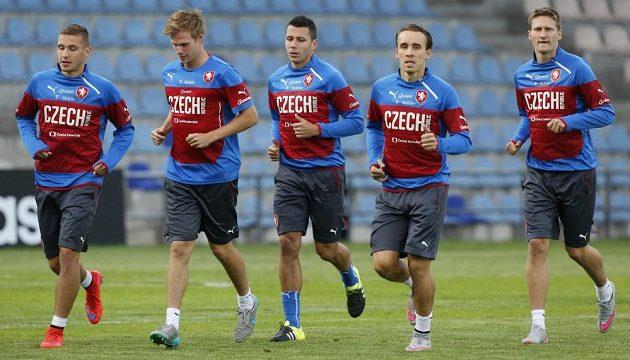 Čeští fotbalisté na tréninku fotbalové reprezentace v Rize.