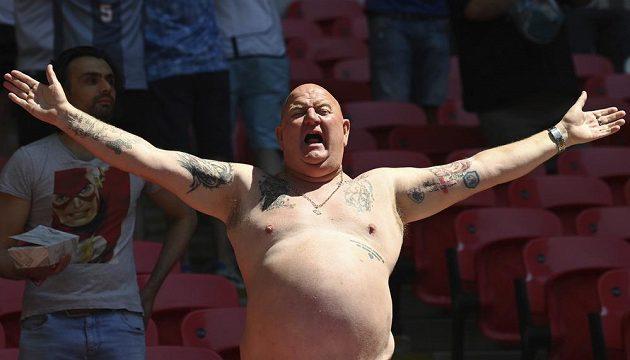 Fanoušek anglické fotbalové reprezentace během utkání EURO s Chorvatskem.