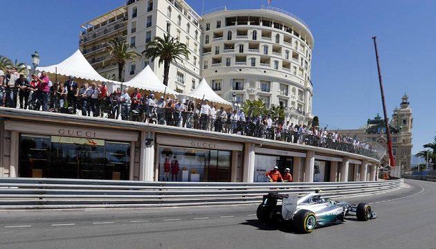 Německý pilot Nico Rosberg při kvalifikaci na Velkou cenu Monaka.