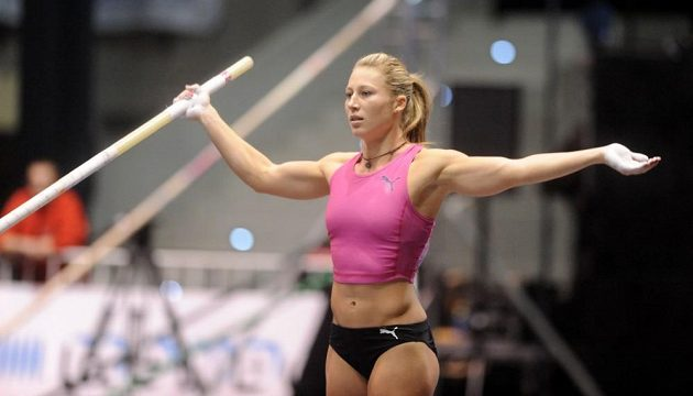 Smutně skončil závod pro Jiřinu Svobodovu-Ptáčníkovou, hlavní tvář mítinku. Mistryně Evropy zahájila soutěž na výšce 435 centimetrů, nečekaně však třikrát neuspěla.