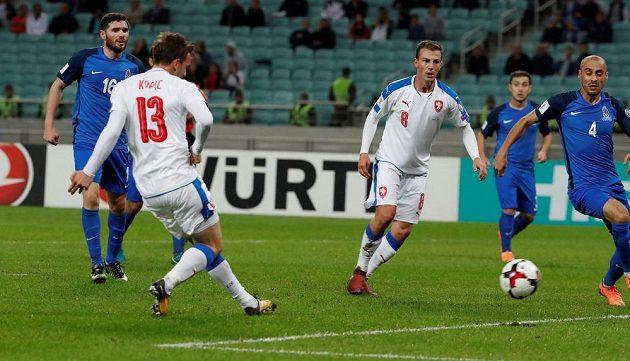 Jan Kopic otevírá skóre v utkání s Ázerbájdžánem.