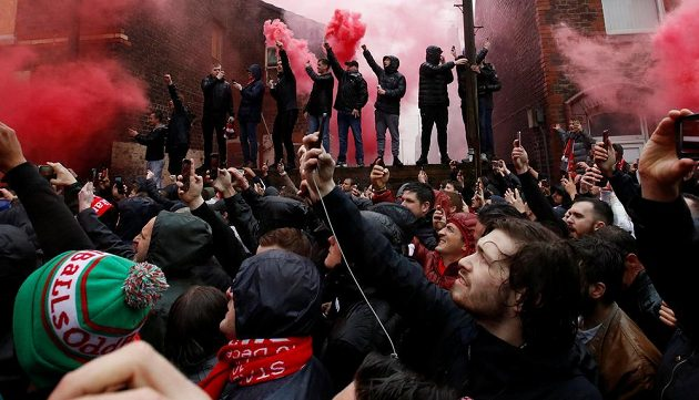 Fanoušci Liverpoolu před začátkem duelu s AS Řím.