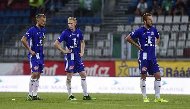 Zklamaní hráči Sigmy Olomouc (zleva) Vít Beneš, Václav Jemelka a Jakub Plšek.