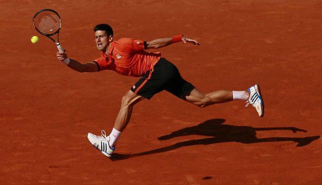Srbský tenista Novak Djokovič během finále French Open se Švýcarem Stanem Wawrinkou.